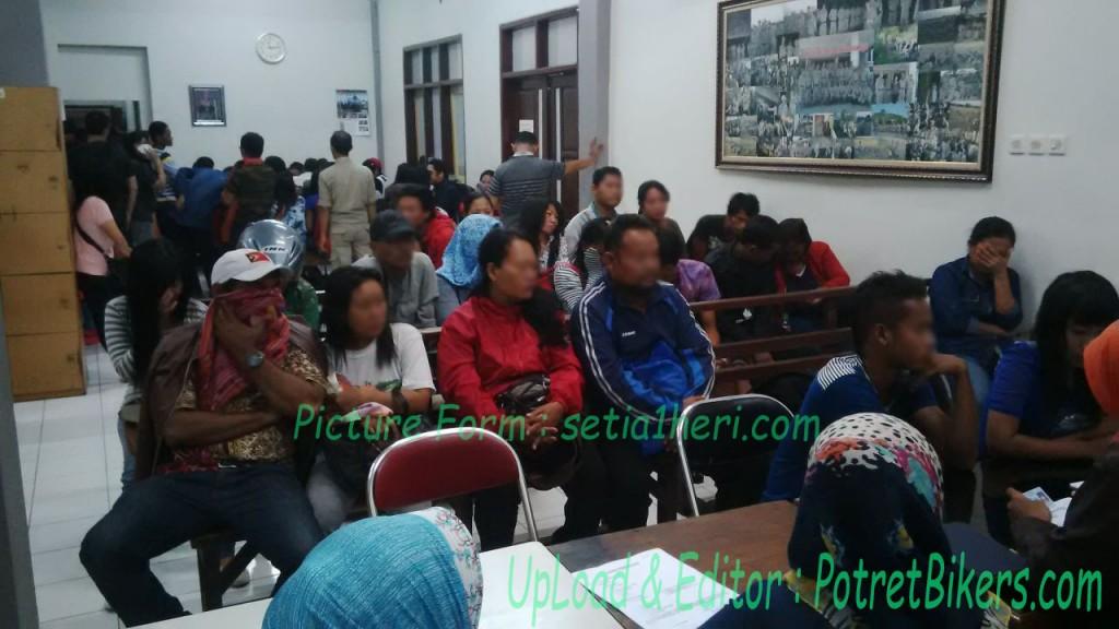 340 orang terjaring razia Valentine Day di Surabaya, kok bisa?!?! Perhatikan tipsnya ini dong, biar aman !!