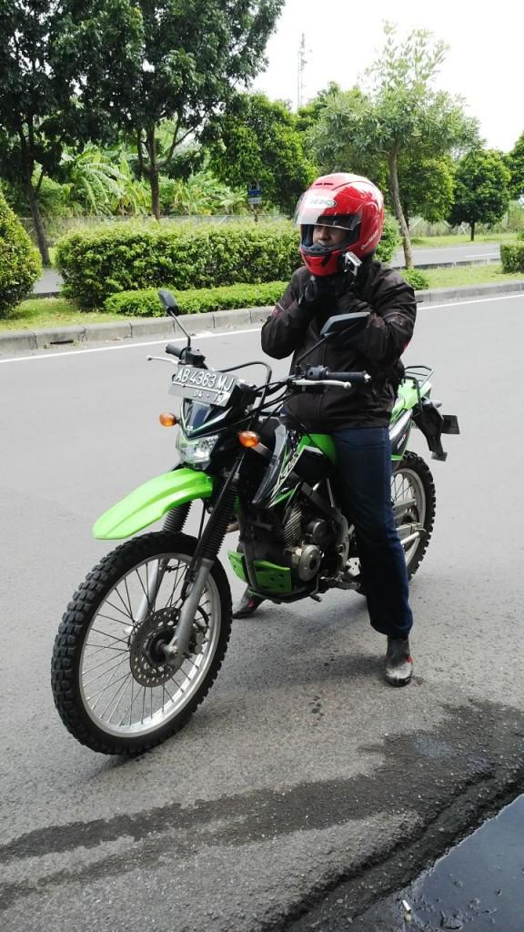 Sensasi Top Speed Kawasaki KLX 150 L, dijalan raya..asyik juga !!